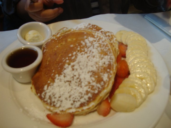 Buttermilk Pancakes with fresh fruits